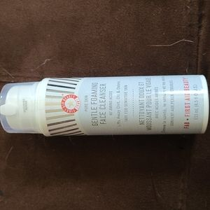 FIRST AID BEAUTY Foaming face cleanser